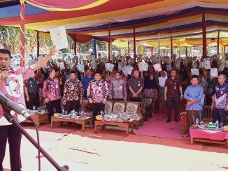 Penyerahan Sertipikat Program PTSL 2019 desa Sambeng oleh Bupati Pemalang. (doc : Te Tuko)